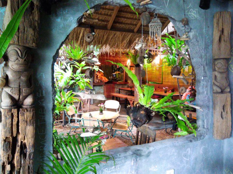 チャングー、タヒチアンレストラン「Moana」壁