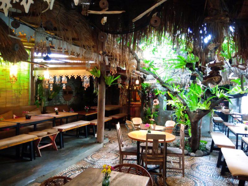 チャングー、タヒチアンレストラン「Moana」店内