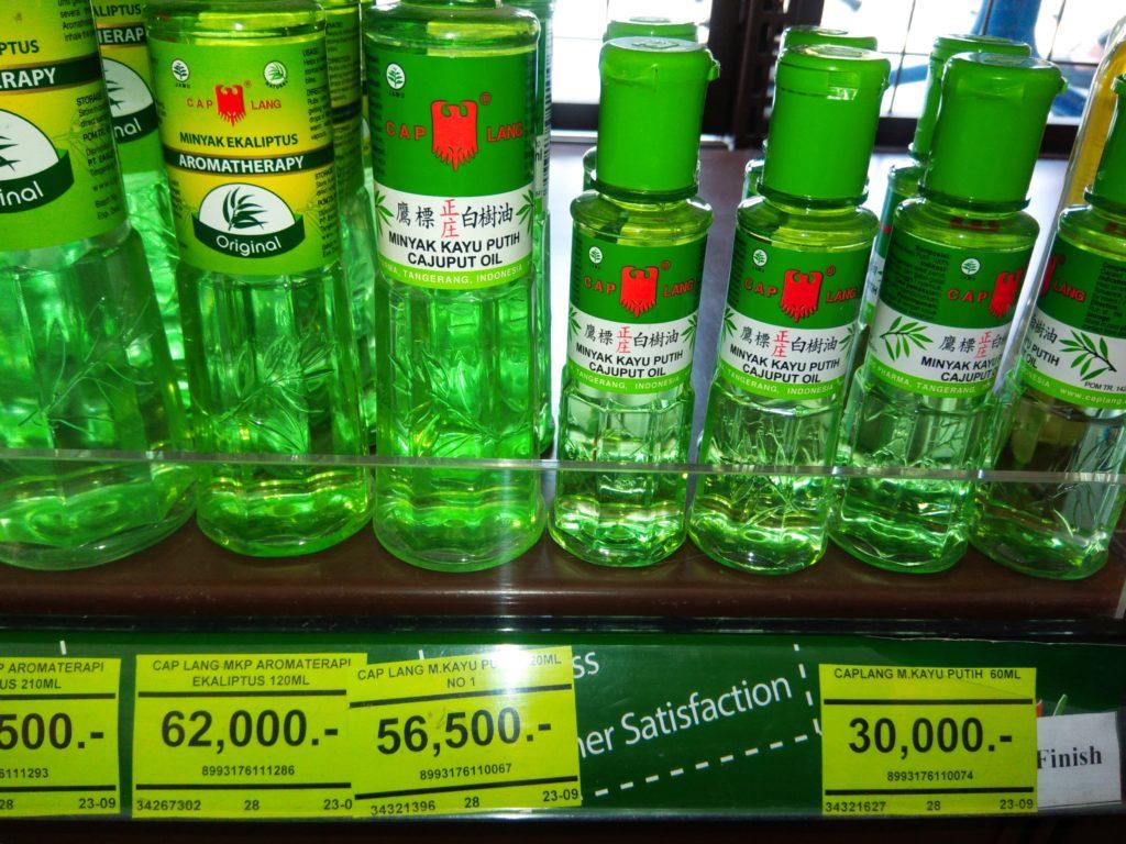 バリ島薬コーナーで買える万能オイル「ミニャッカユプティ」