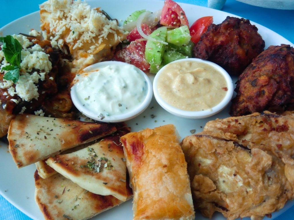 ギリシャレストランのベジタリアンプレート
