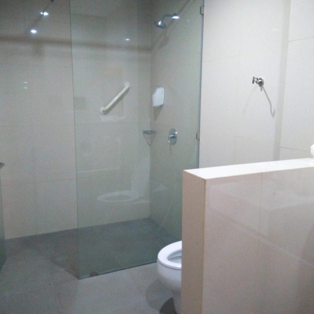 バリ島病院シャワー室