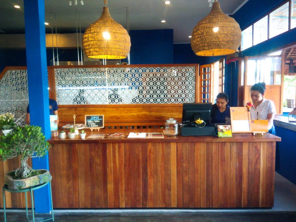バリ島クロボカンのヨガシャラ&ベジタリアンレストラン、カウンター