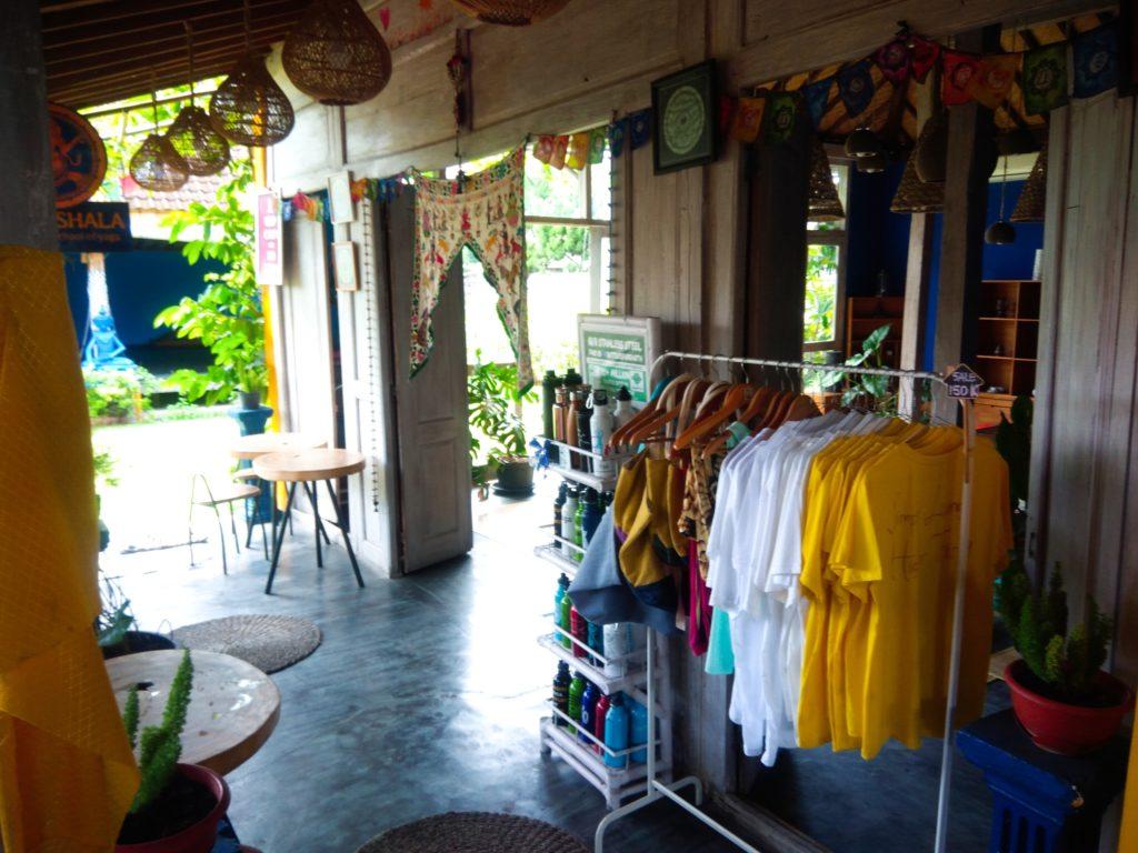 バリ島クロボカンのヨガシャラ&ベジタリアンレストラン、物販