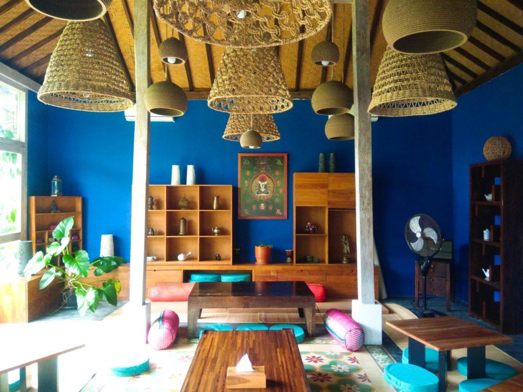 バリ島クロボカンのヨガシャラ&ベジタリアンレストラン、座敷席