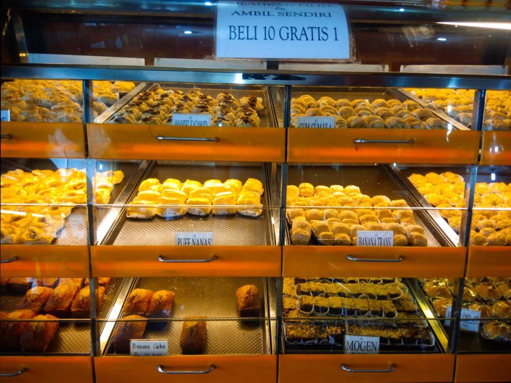 バリ島ローカルスイーツ、バナナケーキ