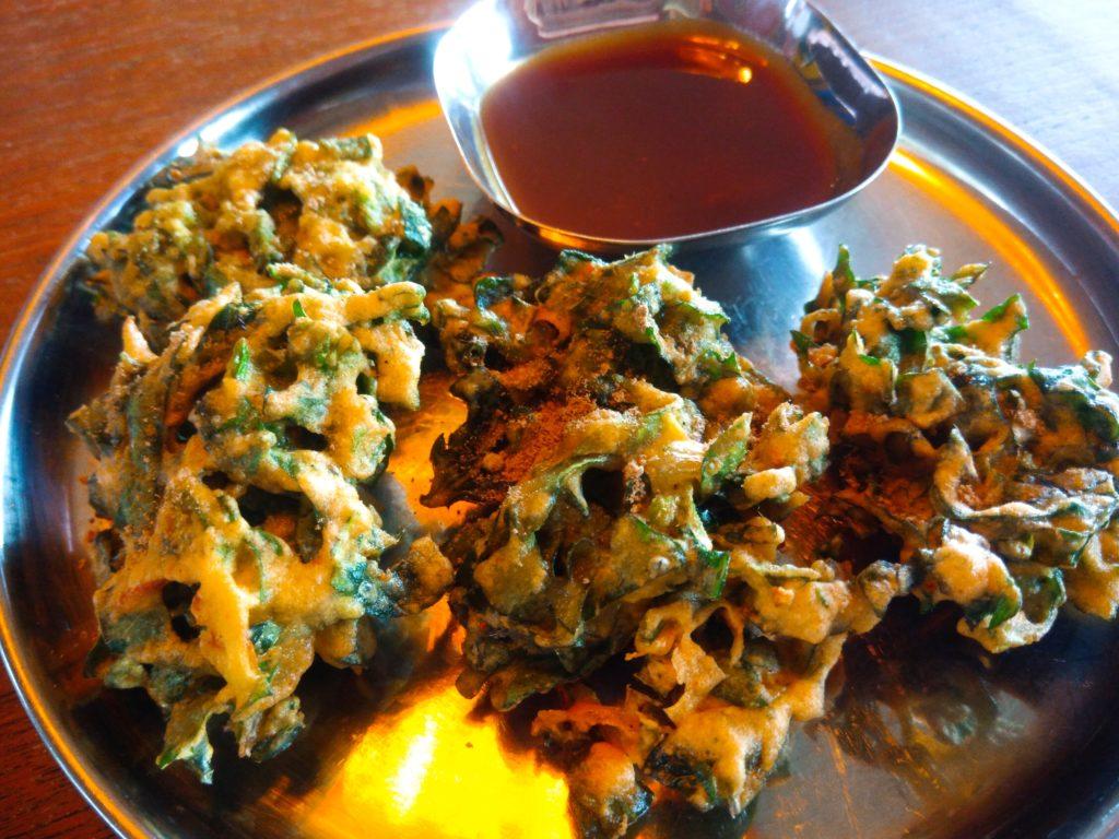 バリ島クロボカンのヨガシャラ&ベジタリアンレストラン、ほうれん草パコラ