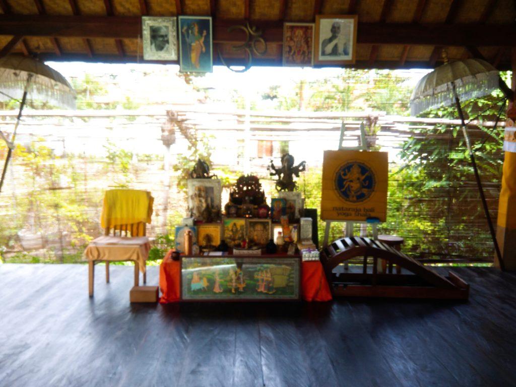 バリ島クロボカンのヨガシャラ&ベジタリアンレストラン、ヨガの神様