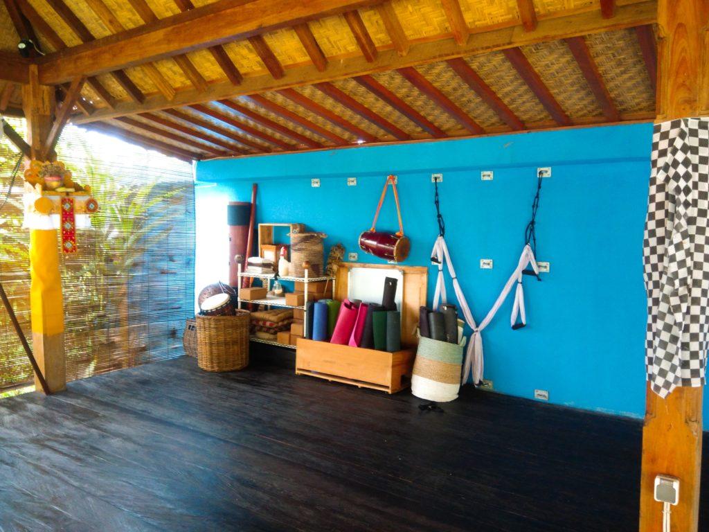 バリ島クロボカンのヨガシャラ&ベジタリアンレストラン、ヨガ道具
