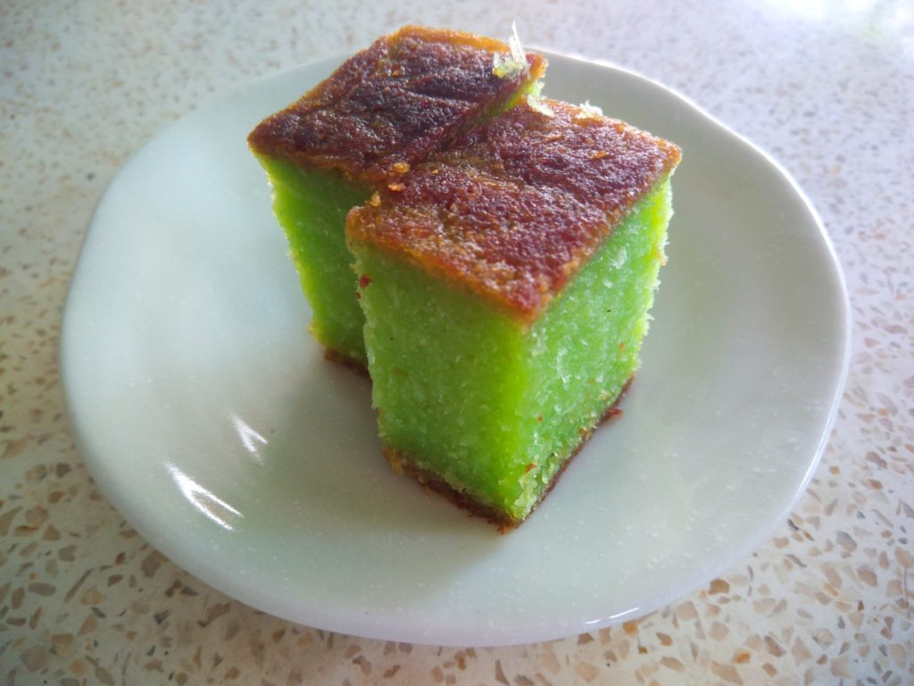 バリ島ローカルスイーツ、シンコンパンダンケーキ