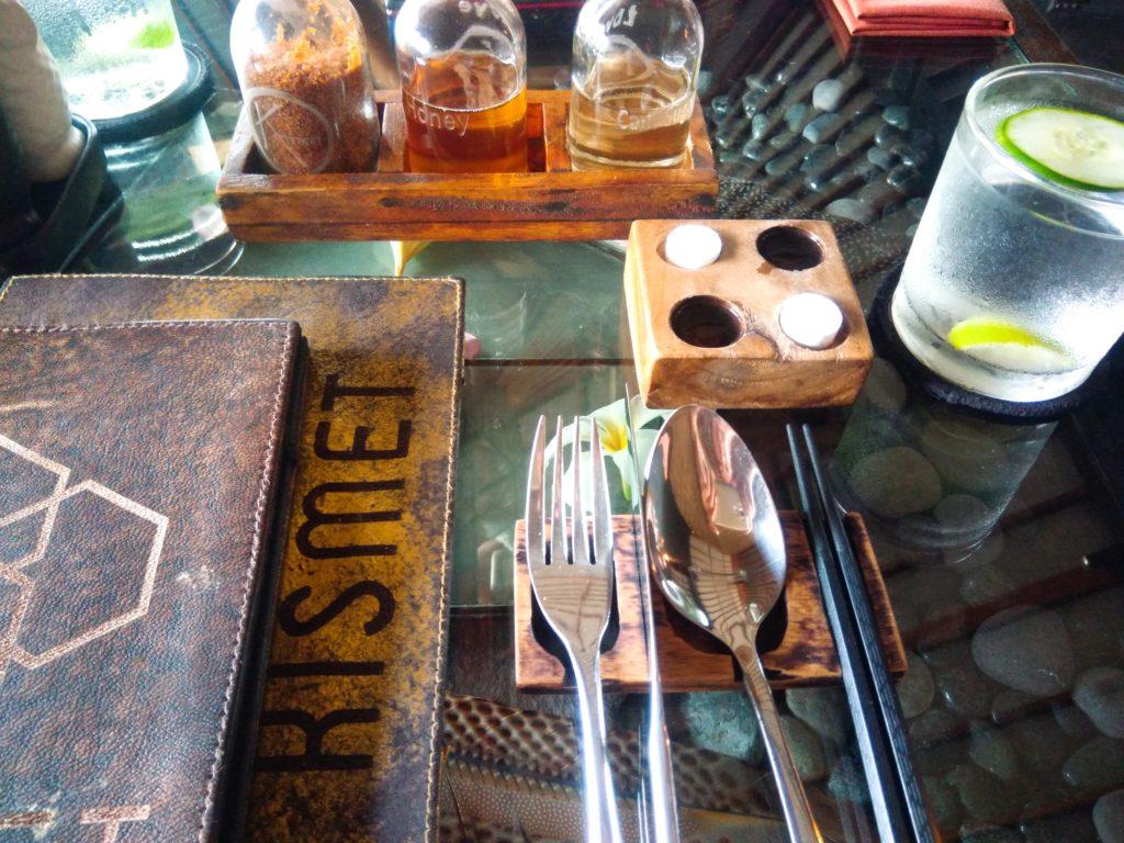 ウブドおしゃれカフェKismet テーブルセット
