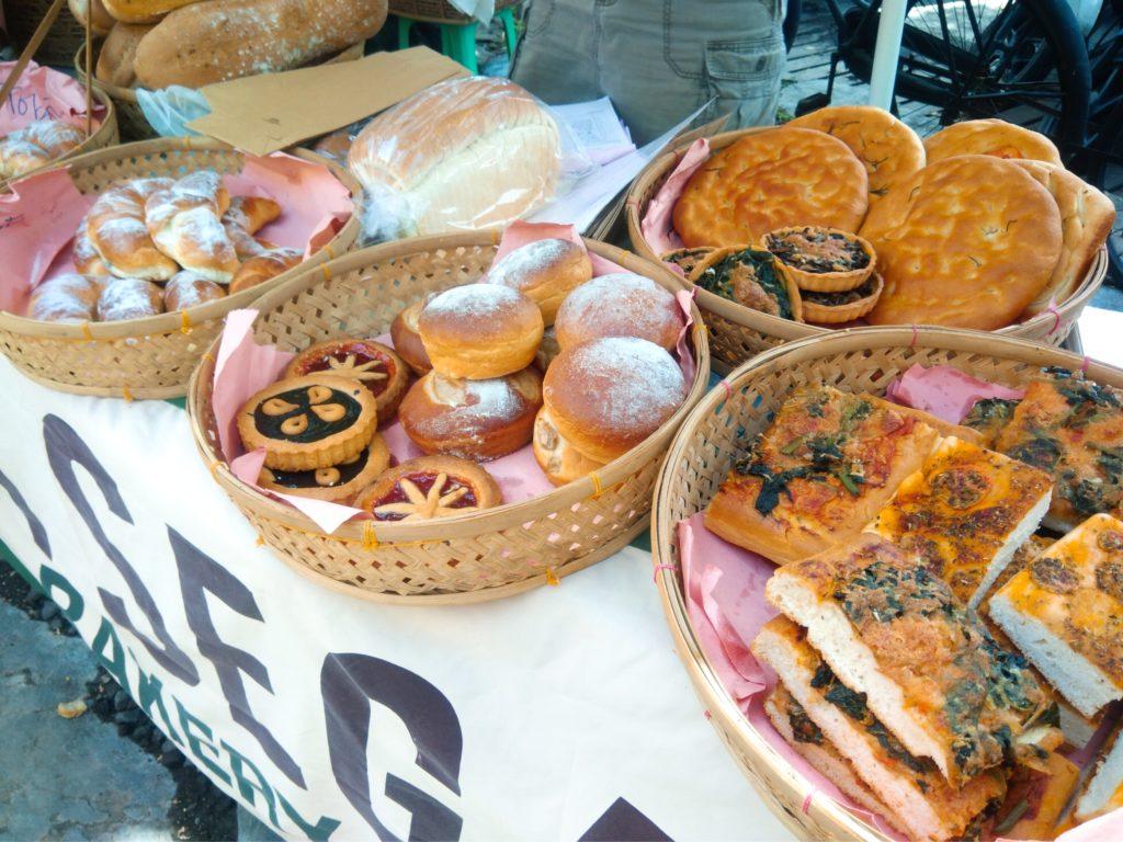 バリ島チャングーSamadiオーガニックサンデーマーケット、パン