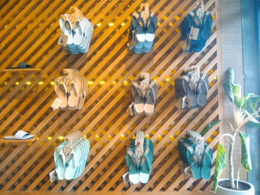 バリ島リサイクルタイヤのエコサンダル、店内メンズ