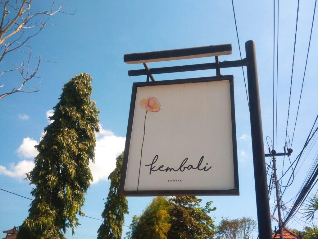 バリ島ウマラスのレストラン&カフェKembali看板