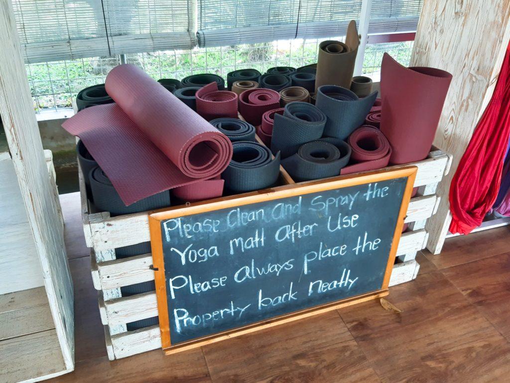 バリ島チャングーのヨガスタジオ「Pranava Yoga」ヨガマット