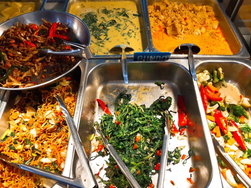 バリ島ハラールナシチャンプル、ワルンコレガの野菜おかず