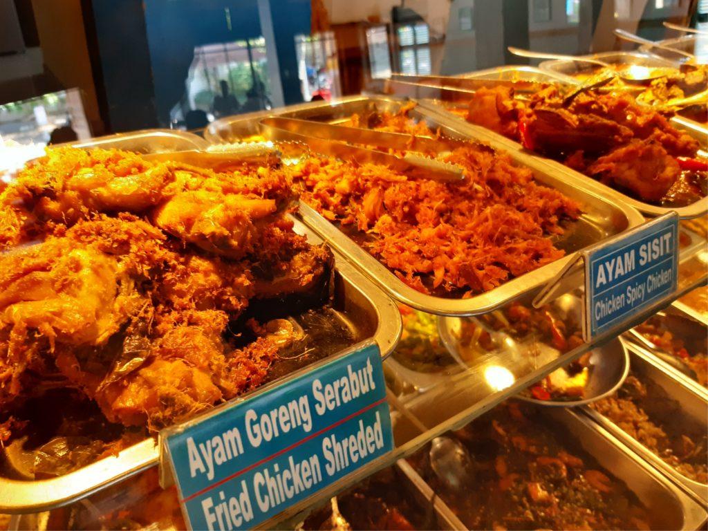 バリ島ハラールナシチャンプル、ワルンコレガのチキン料理