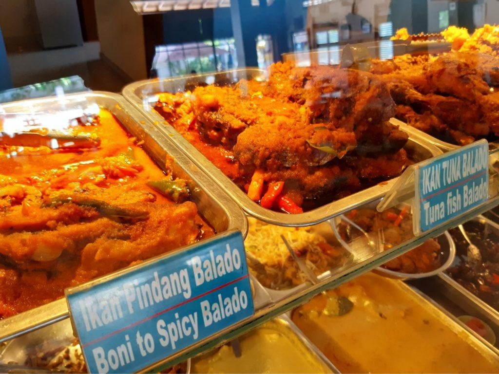 バリ島ハラールナシチャンプル、ワルンコレガの魚料理
