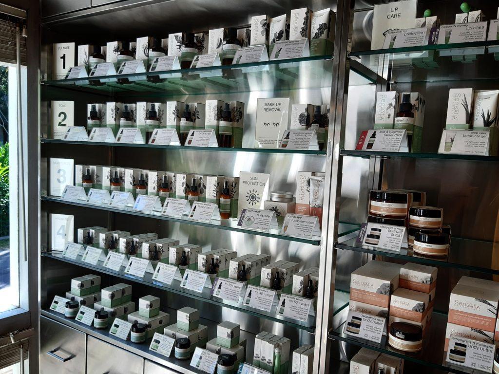 バリ島ナチュラルコスメの王道、センセイシャの店内、スキンケア