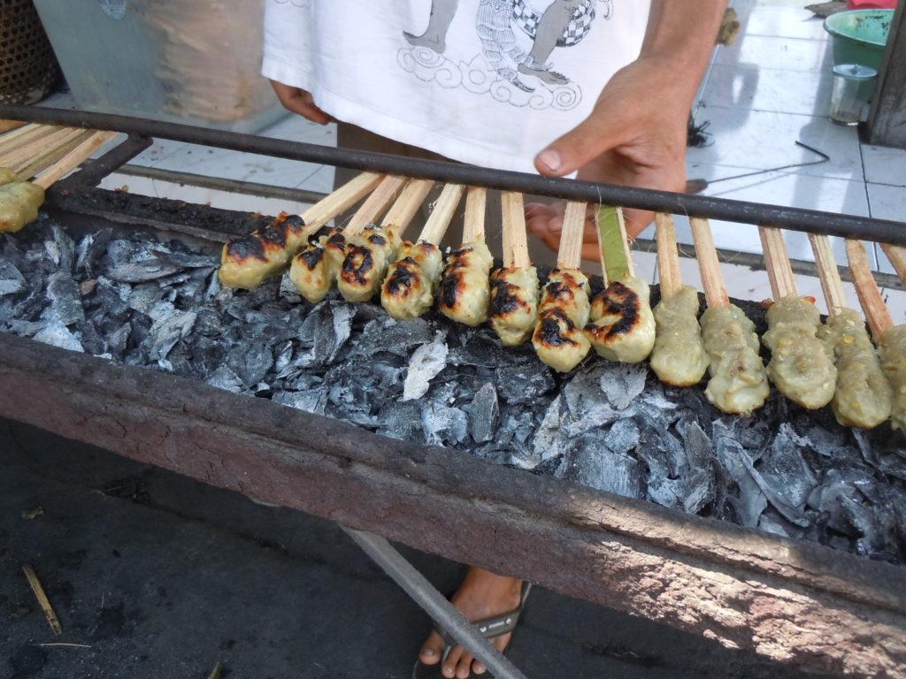 バリ島チャンディダサ観光、魚のワルンのサテリリッ