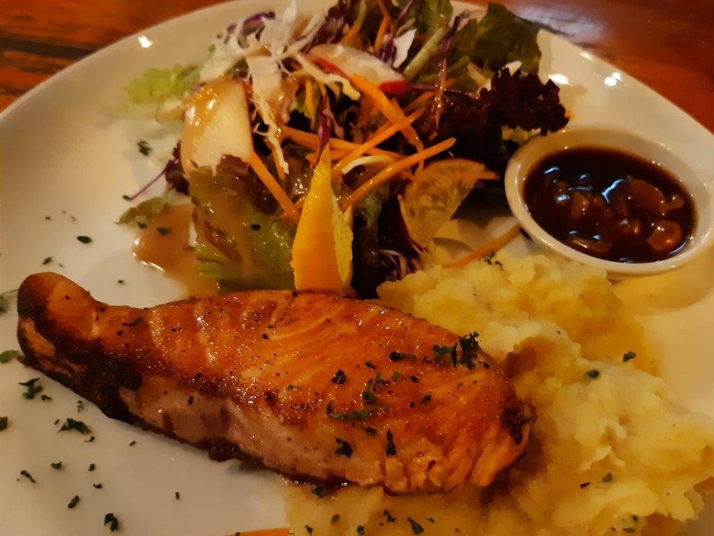チャングーの安くて美味しいレストランLa Pan Namサーモングリル