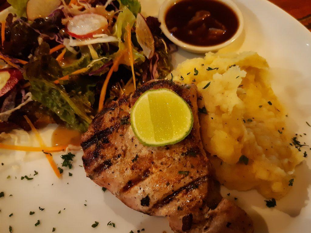 チャングーの安くて美味しいレストランLa Pan Namツナステーキ
