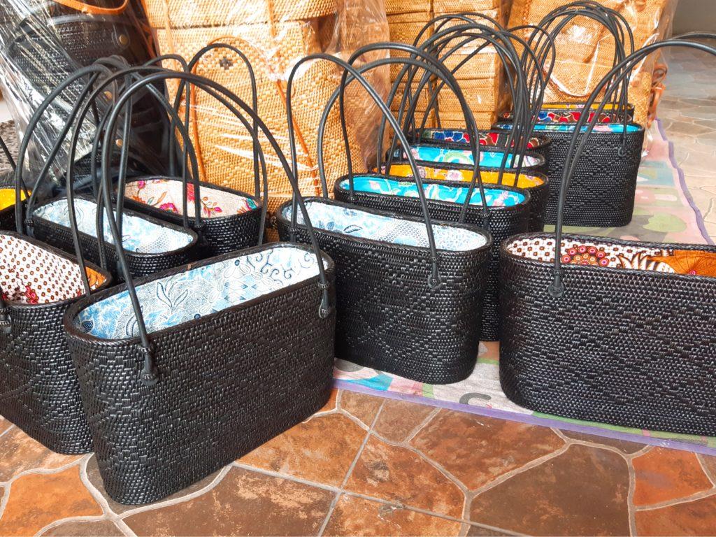 バリ島アタ専門店Bali Handy注文品の黒いアタバッグ