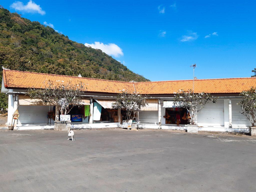バリ島穴場の観光地バリ・アガの村トゥガナン村の駐車場