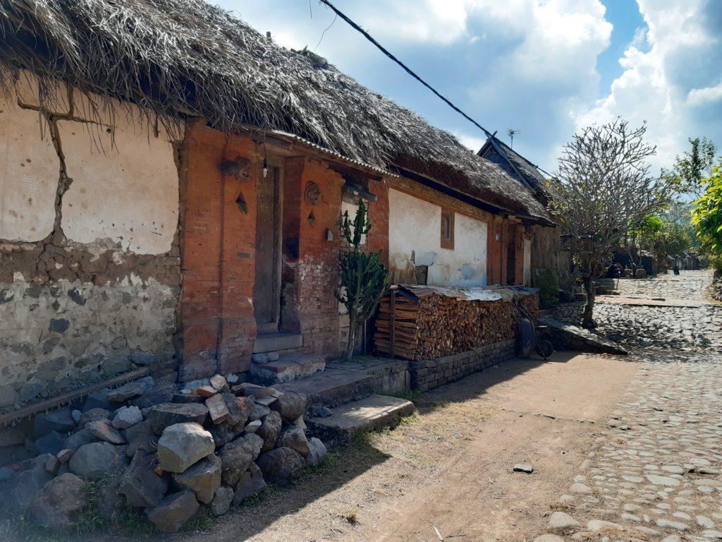 バリ島穴場の観光地バリ・アガの村トゥガナン村のお家2