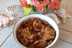 バリ島デンパサールのベジタリアンナシチャンプルの焼き肉弁当