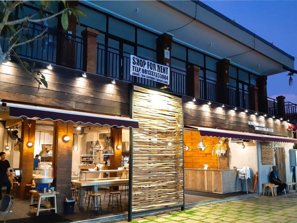バリ島チャングーのラーメンレストラン外観
