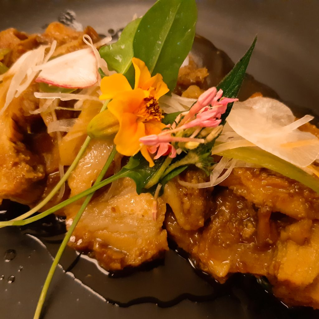 バリ島チャングー日本食、寿司レストランenso豚角煮
