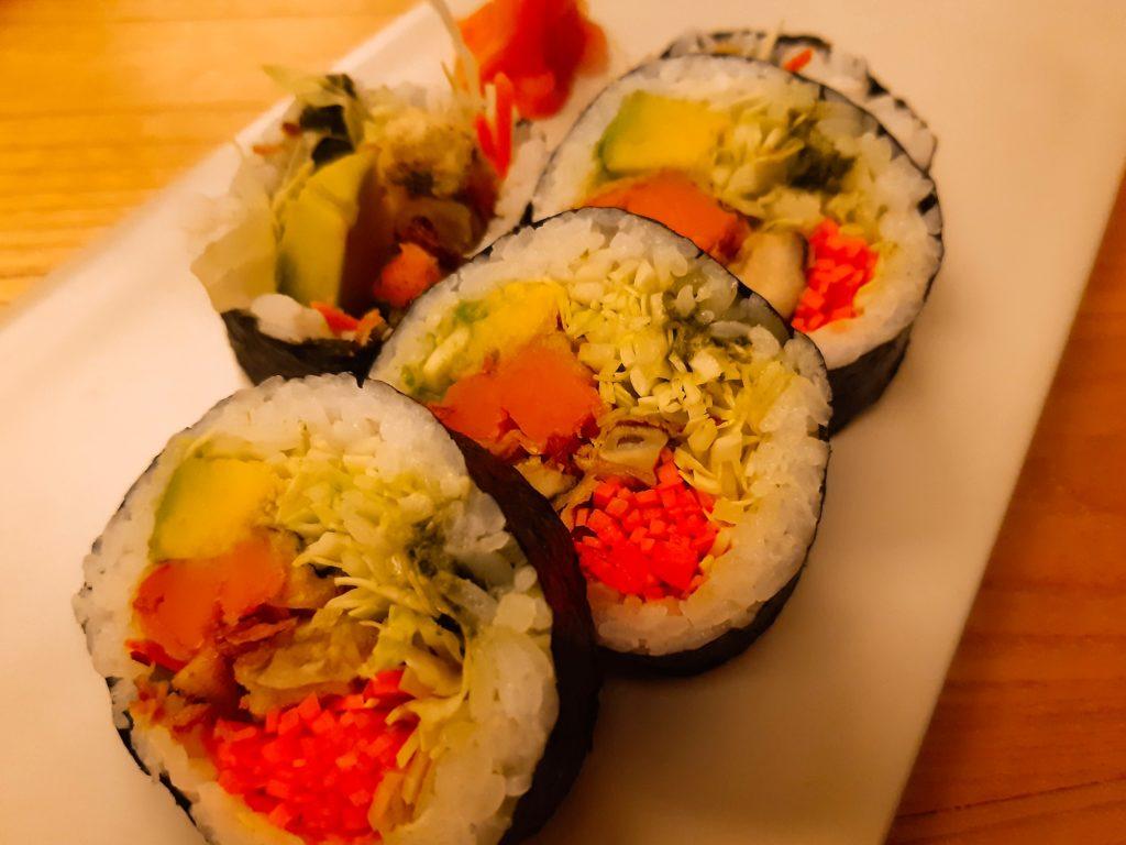 バリ島チャングー日本食、寿司レストランensoベジタブル寿司ロール