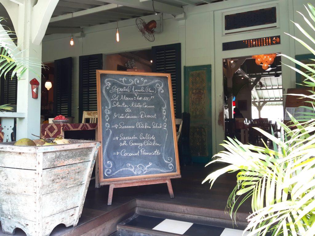 バリ島老舗のオシャレカフェ・レストラン「Cafe Bali」テラス