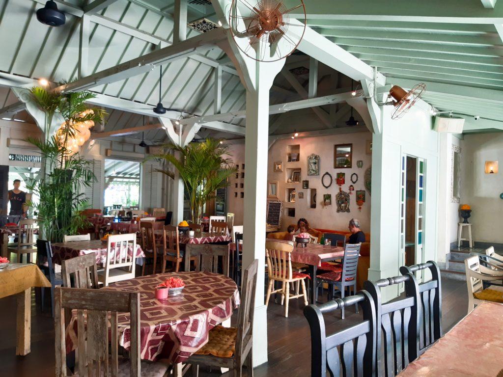 バリ島老舗オシャレカフェ・レストラン「Cafe Bali」店内