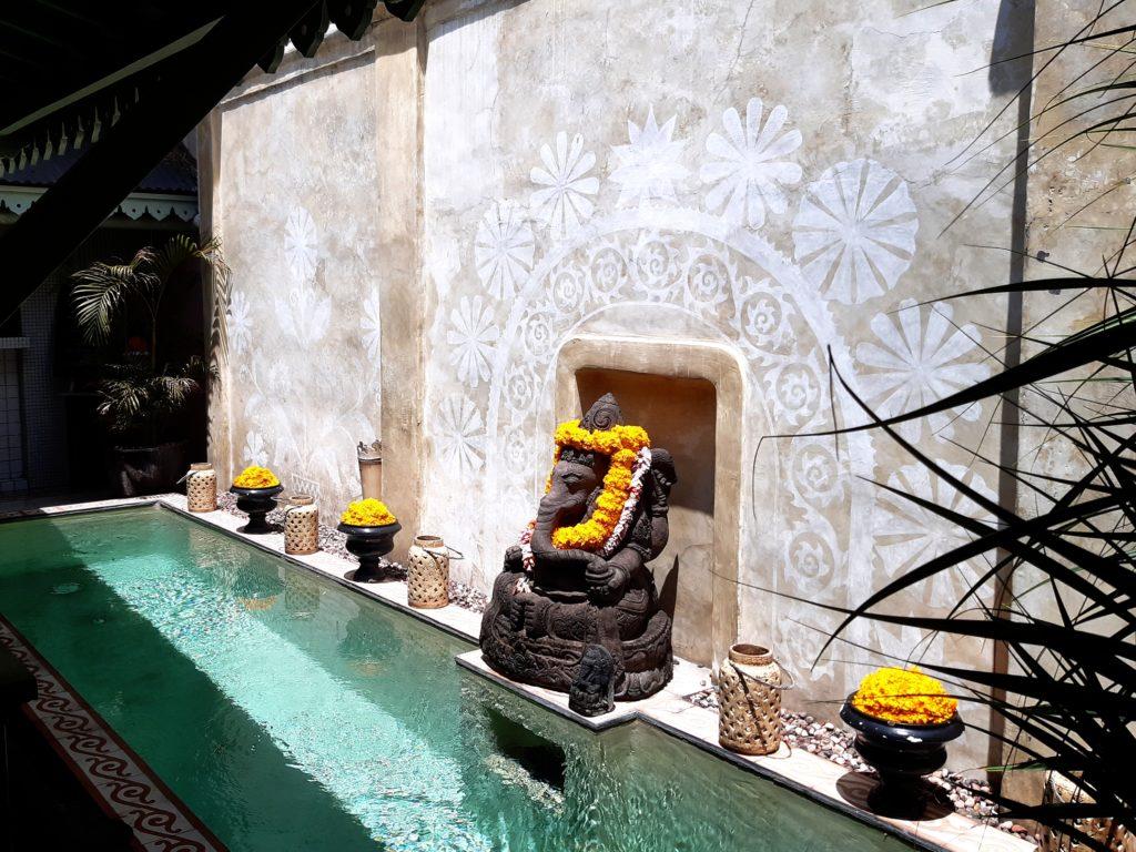 バリ島老舗のオシャレカフェ・レストラン「Cafe Bali」プール