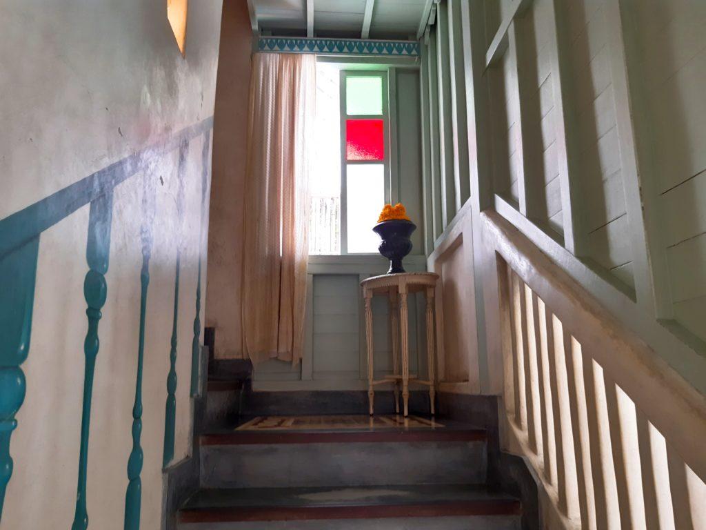 バリ島老舗オシャレカフェ・レストラン「Cafe Bali」トイレへの階段