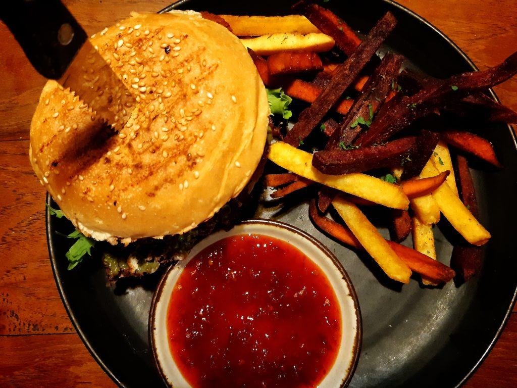 チャングーヴィーガンレストラン「Manggis」伝説のバーガー
