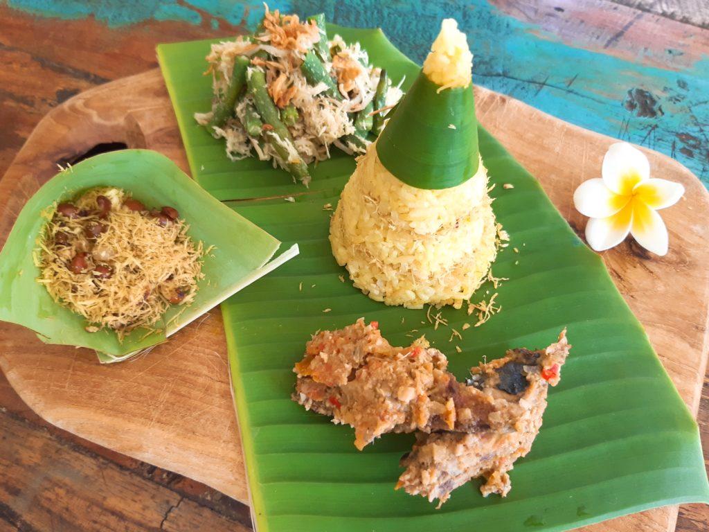 インドネシア料理・バリレシピのイカンピンダンとナシクニン