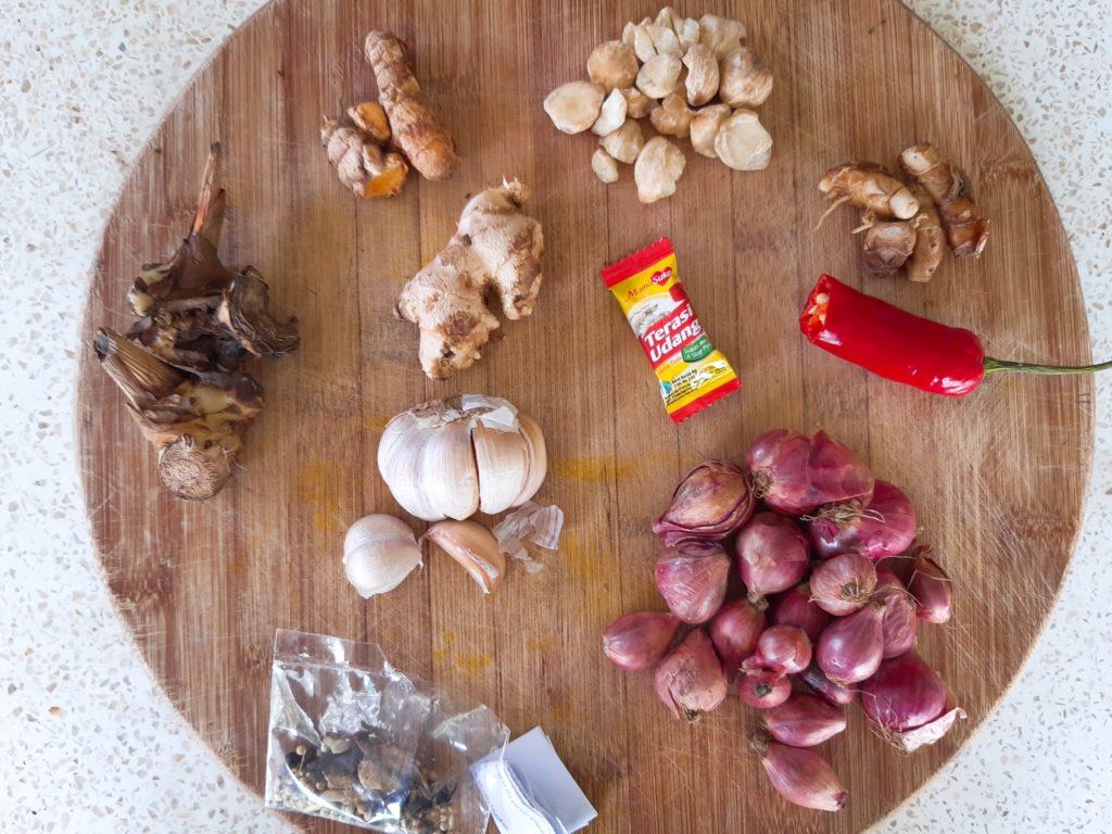 インドネシア・バリ料理の調味料ブンブダサールの材料