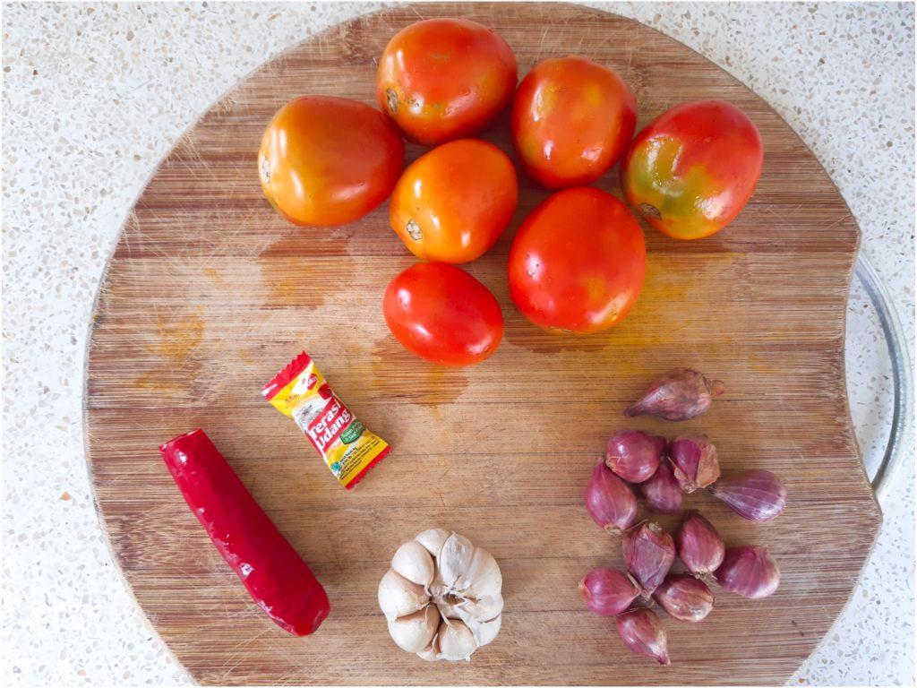 お家でインドネシア料理、自家製サンバルトマトの材料