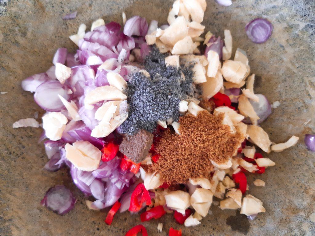 インドネシア料理、バリレシピのイカンピンダン、トマトソースのブンブ