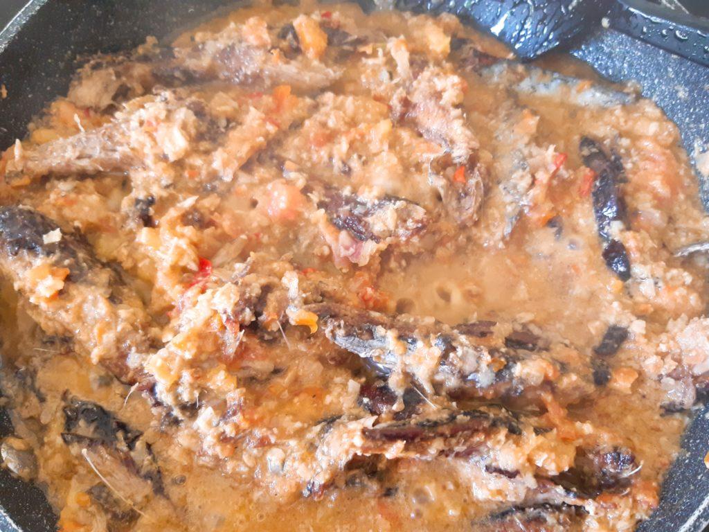 インドネシア料理・バリレシピのイカンピンダン煮込む