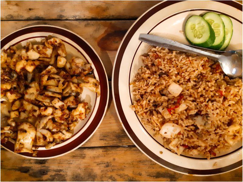 バリ料理Warung D'Tebaのイカスナチュクとイカナシゴレン