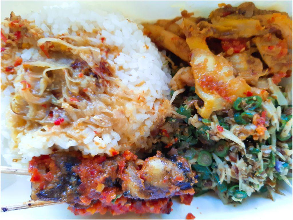 バリ島料理、イカのスナチュクとラワール