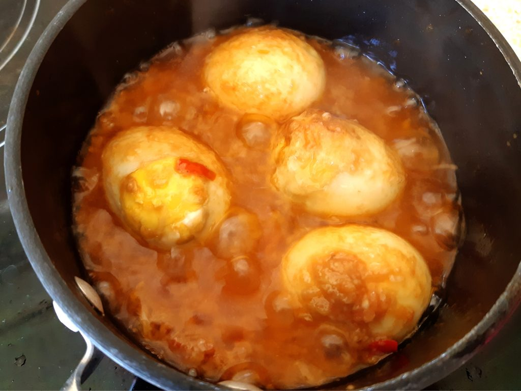 バリ料理スナチュクトマトの揚げゆで玉子