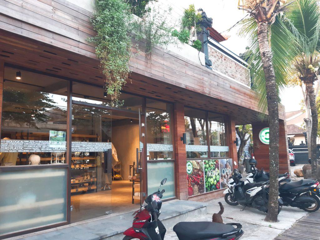 バリ島チャングーのオーガニックスーパーSamadi外観