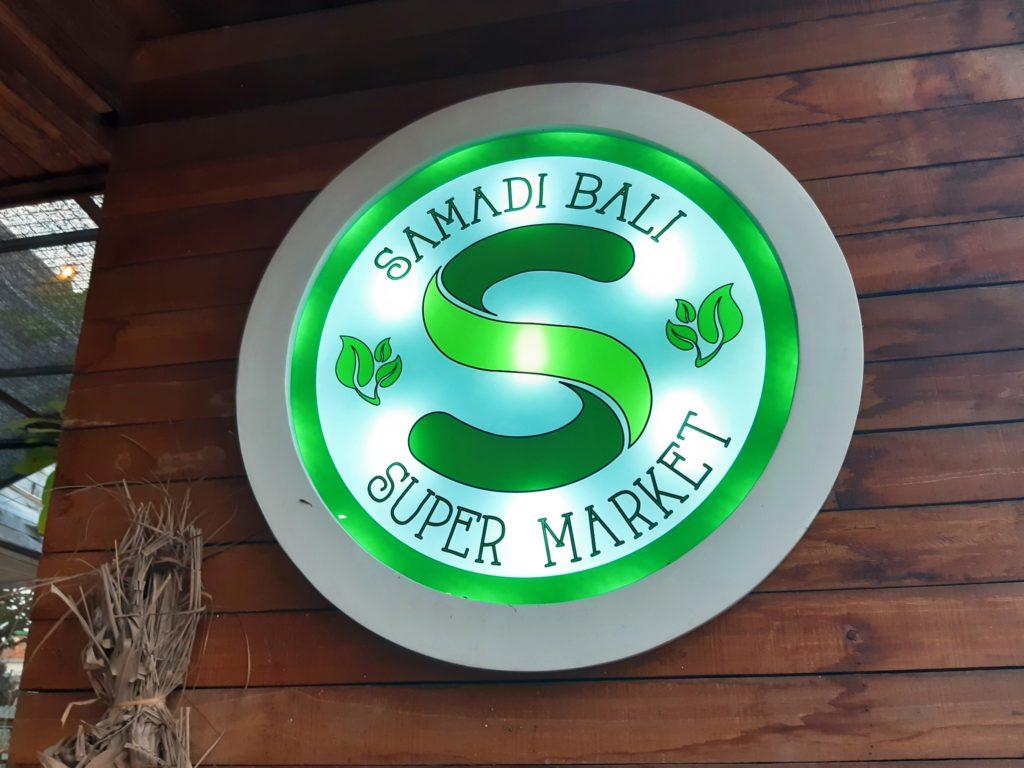 バリ島チャングーのオーガニックスーパーSamadi看板