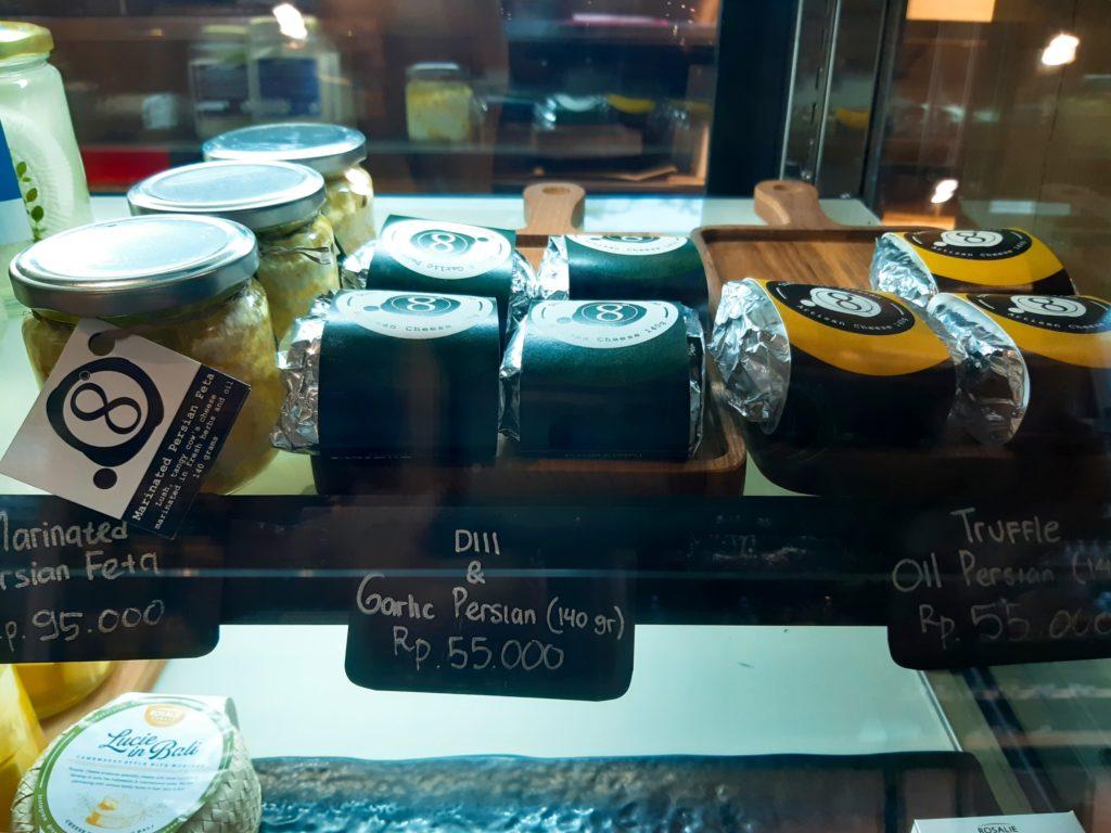 バリ島チャングーのオーガニックスーパーチーズコーナー