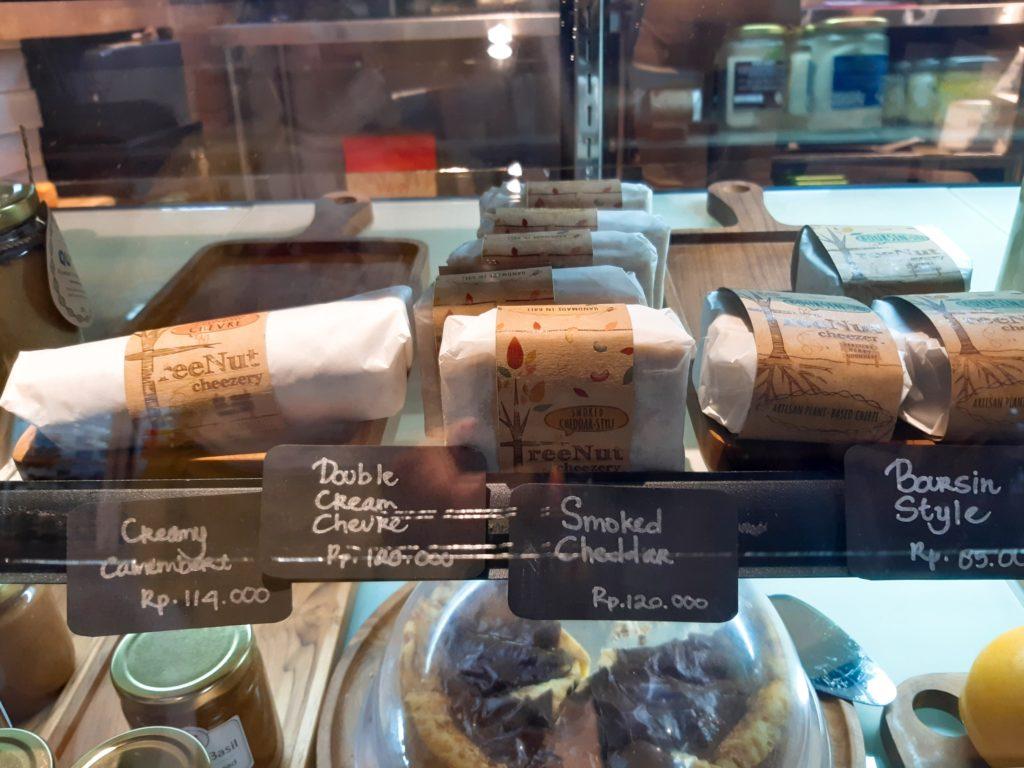 バリ島チャングーのオーガニックスーパーSamadiのヴィーガンチーズ