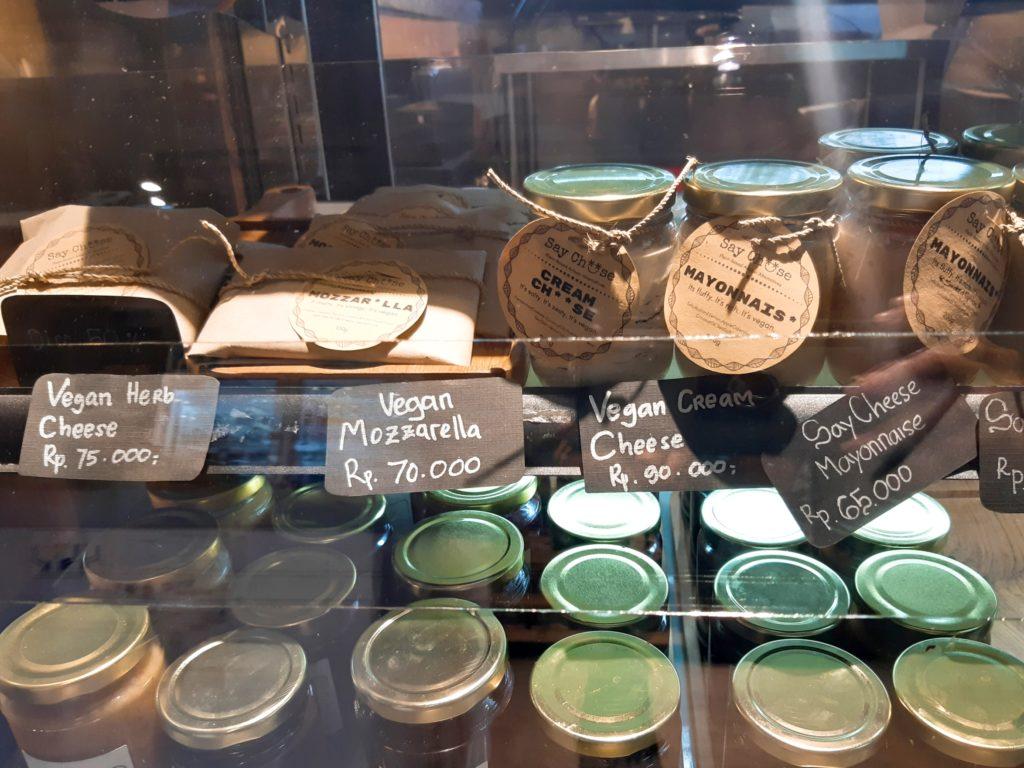 バリ島チャングーのオーガニックショップSamadiのヴィーガンクリームチーズ